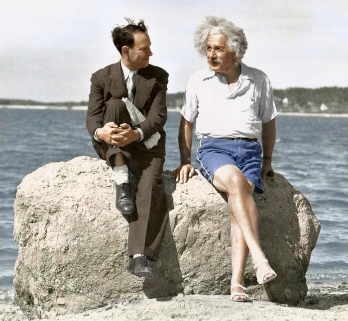 Альбер Эйнштейн на пляже в 1939 году