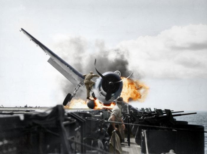 Крушение самолета на USS Enterprise в 1943 году