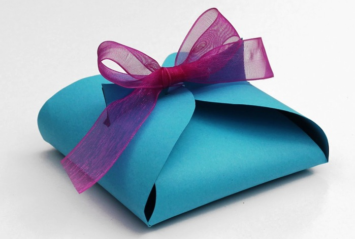 3970145_Make_your_own_paper_gift_box (700x472, 62Kb)