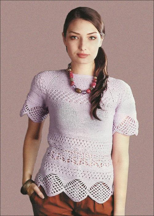 Ажурный пуловер-реглан сиреневого цвета, связанный единым полотном. Спицы и Крючок