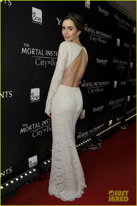 lily-collins-jamie-campbell-bower-mortal-instruments-toronto-premiere-02 (468x700, 73Kb)