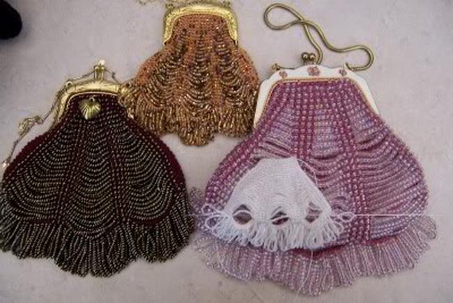 сумочки из бисера - Самое интересное в блогах - LiveInternet.  Конечно полностью сплести из бисера сумку очень...