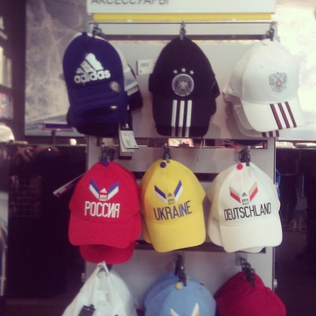 Геополитика в магазине Adidas
