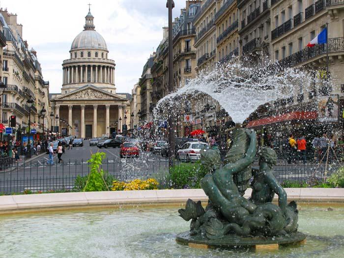 Латинский квартал в Париже/4216969_1 (700x525, 116Kb)