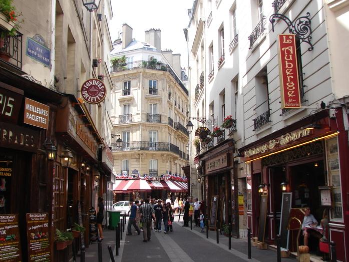 Латинский квартал в Париже/4216969_8968 (697x523, 242Kb)