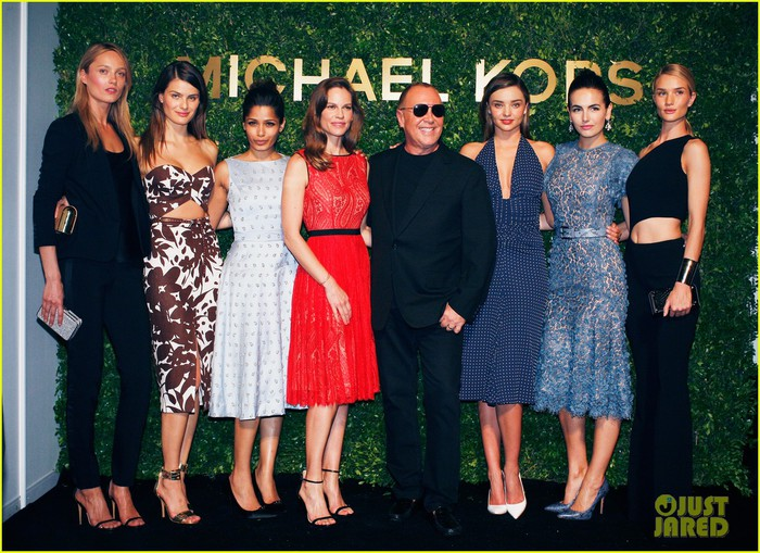 freida-pinto-camilla-belle-more-step-out-to-support-michael-kors-03 (700x509, 137Kb)