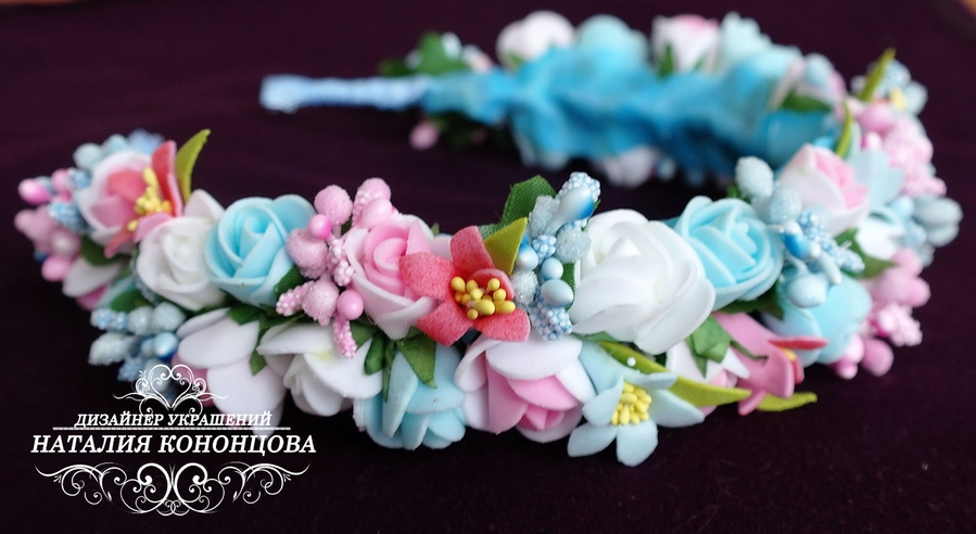 Ободок с цветами из лент