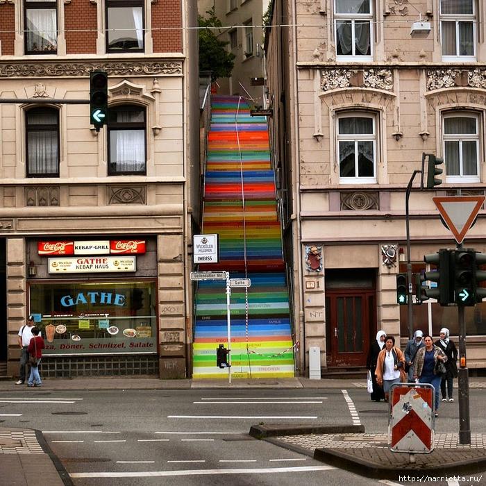 Граффити и Street Art. Самые красивые лестницы и ограды (10) (700x700, 479Kb)