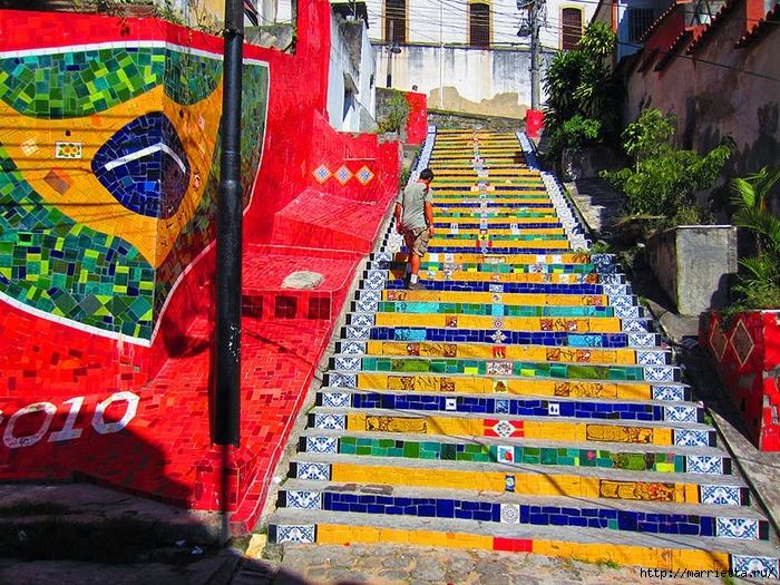 Граффити и Street Art. Самые красивые лестницы и ограды (16) (700x525, 464Kb)