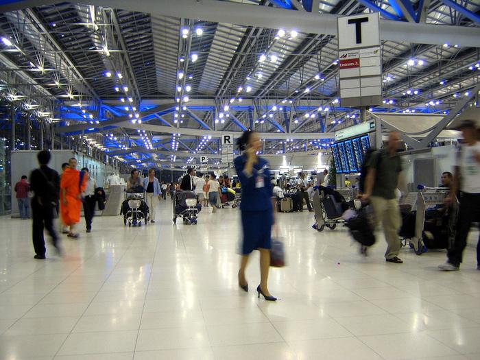 Suvarnabhumi_Airport_Departures_Hall_Bangkok_Thailand (700x525, 204Kb)