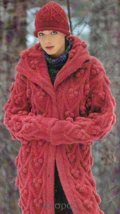 Малиновое пальто и шапка