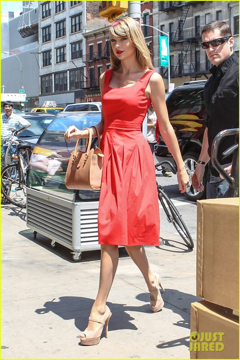 taylor-swift-red-dress-meredith-met-gown-10 (468x700, 117Kb)