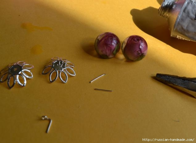 Украшения из эпоксидной смолы. Кольцо и сережки с розочками (11) (635x464, 94Kb)