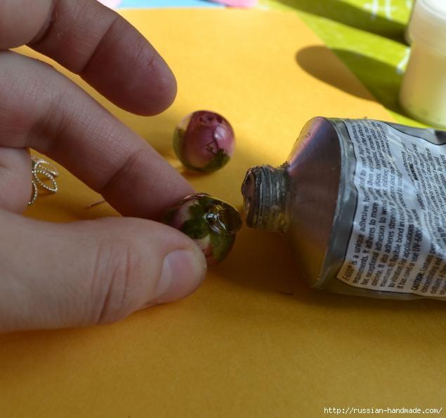Украшения из эпоксидной смолы. Кольцо и сережки с розочками (13) (635x596, 136Kb)