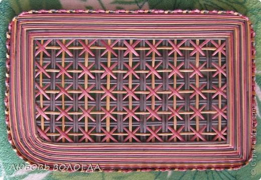 Плетение из газет. Мастер-класс на крышку с цветным узором из трубочек (1) (520x360, 250Kb)