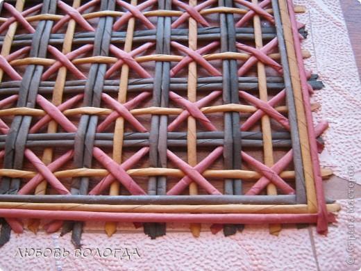 Плетение из газет. Мастер-класс на крышку с цветным узором из трубочек (14) (520x390, 236Kb)
