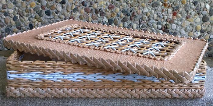 Плетение из газет. Мастер-класс на крышку с цветным узором из трубочек (30) (700x348, 362Kb)