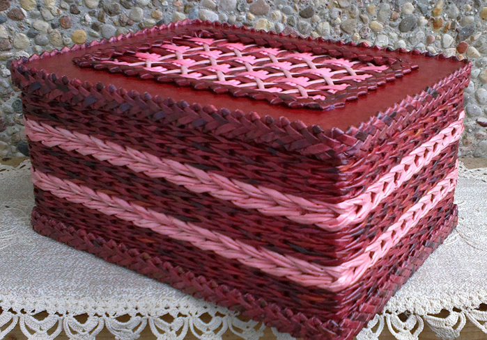 Плетение из газет. Мастер-класс на крышку с цветным узором из трубочек (34) (700x489, 522Kb)