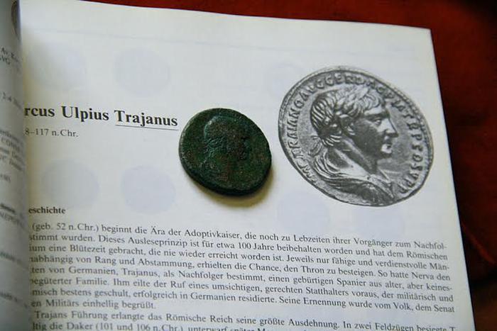 Сестерций_с_изображением_императора_Траяна (700x467, 211Kb)