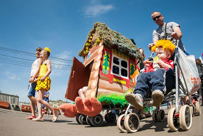 парад детских колясок 1 (670x450, 298Kb)