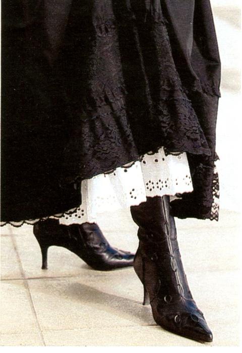 Кружево по краю юбки