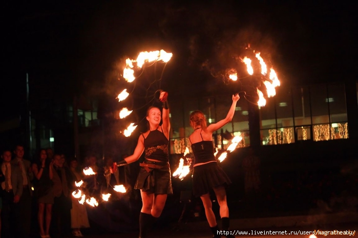 2013-09-06-magrathea-fire-show-photo-by-vitalij-malievskij-1 (700x466, 172Kb)