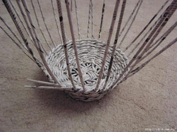 ваза на ножке из газетных трубочек, плетение из газет, плетение из газетных трубочек,