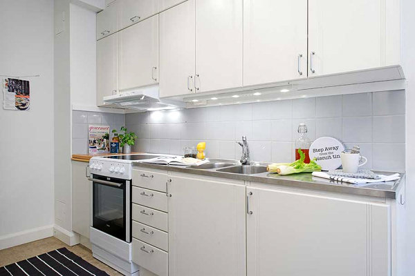 Small-white-kitchen-stainless-steel-countertops-modern-cabinets (600x400, 113Kb)