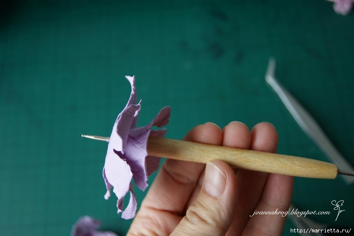 Бумагопластика. Цветочки в торфяных горшочках (20) (700x465, 137Kb)