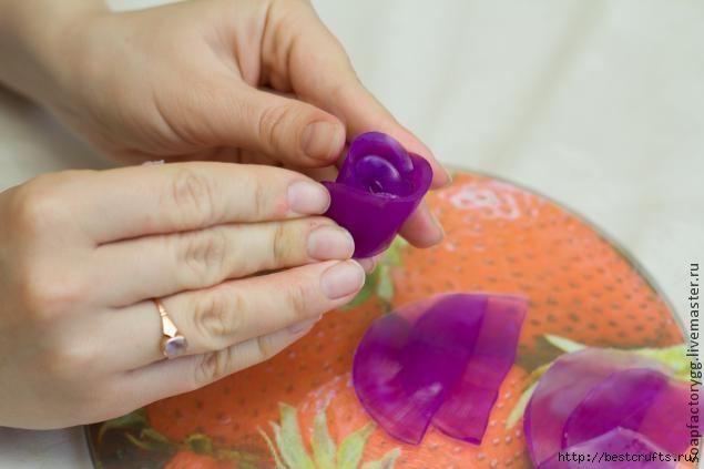 Делаем мыло с объемной розой (12) (635x423, 96Kb)