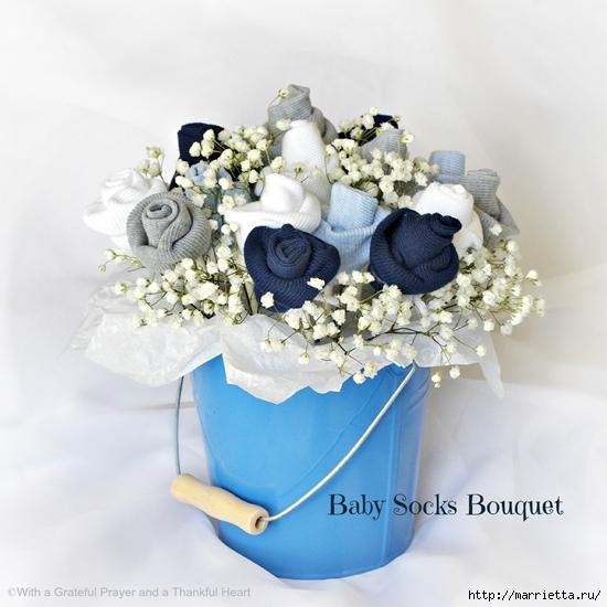 Подарок для новорожденного. Розочки из носочков (2) (550x550, 190Kb)