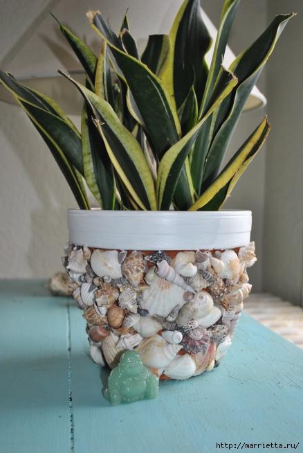 Идеи декорирования и винтажный декупаж на цветочных горшках (30) (438x654, 198Kb)