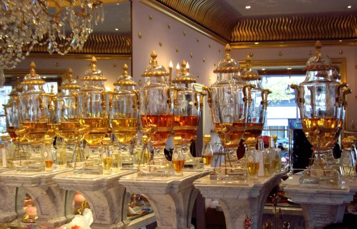 caron-perfume-boutique-urns (700x449, 409Kb)