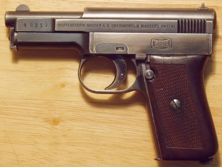 04 Mauser Modell 1910 слева
