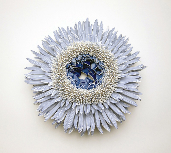 Blue-White-porcelain-shards-flower-2 (700x625, 377Kb)