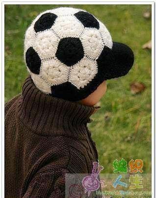 Шапочка крючком для маленького футболиста (1) (318x404, 124Kb)