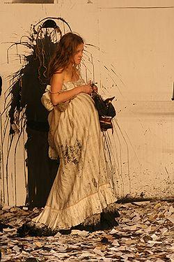 В тени предков современные герои «Родословной» (на фото — Анна Синякина) смотрятся почти библейскими персонажами. Фото Натальи Чебан / «Школа драматического искусства»