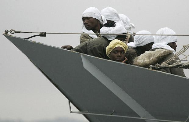 Иммигранты из Африки прибывают на Сицилию