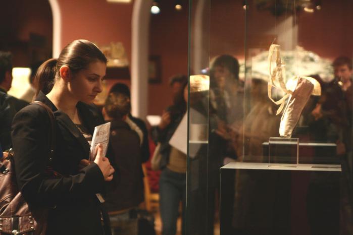Выставка к столетию дягилевской антрепризы