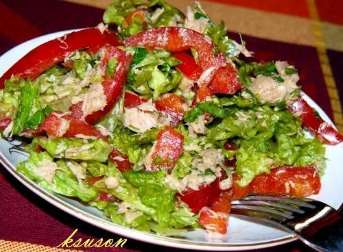 как приготовить салат с тунцом консервированным с листьями са