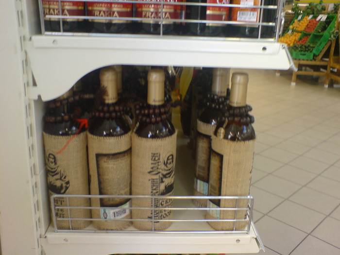 четки на бутылке вина