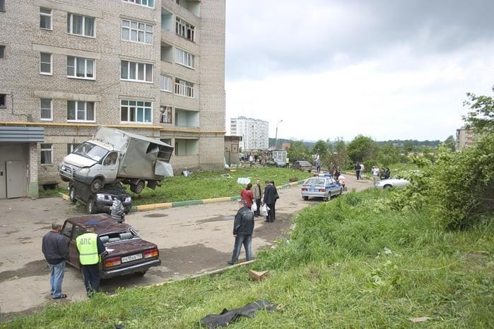 Краснозаводск (после торнадо 3 июня `09) (699x466, 119Kb)