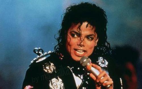 Майкл Джексон переодевался в женщину