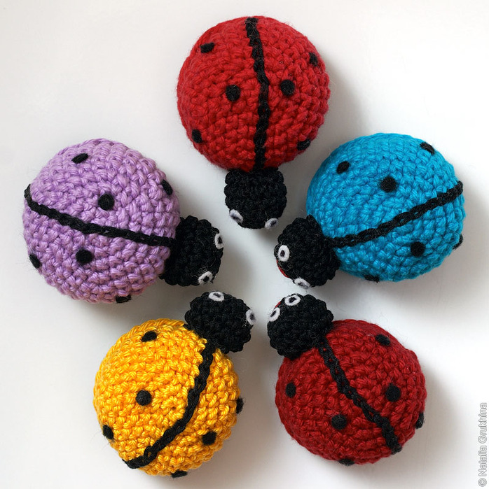 crochet christmas ornaments: ladybugs