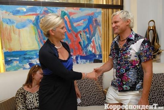 Олег Скрипка, цветы и скульптура