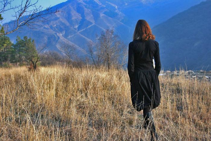 фото рыжих девушек со спины осень