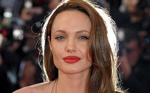 Актриса Анджелина Джоли регулярно признавалась самой красивой женщиной мира