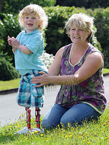 Трехлетний Арчи Бартон и его мама Ники