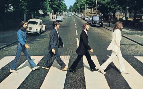 The Beatles пересекает дорожное аббатство
