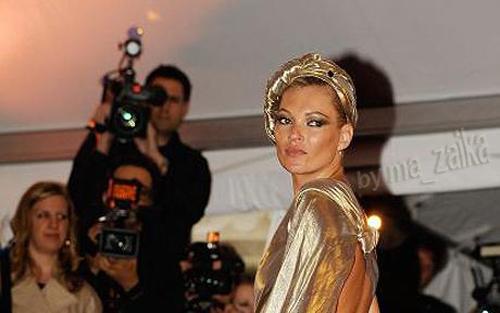 Кейт Мосс является одной из моделей, зарегистрированных Storm